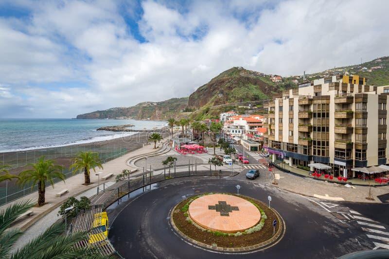 Ciudad turística popular de Ribeira Brava en Madeira imagenes de archivo