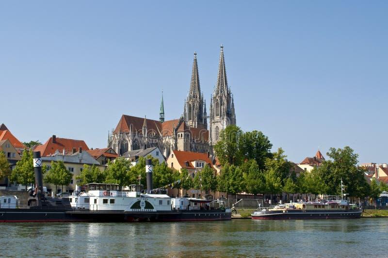 Ciudad vieja alemana Regensburg en el río Danubio fotografía de archivo
