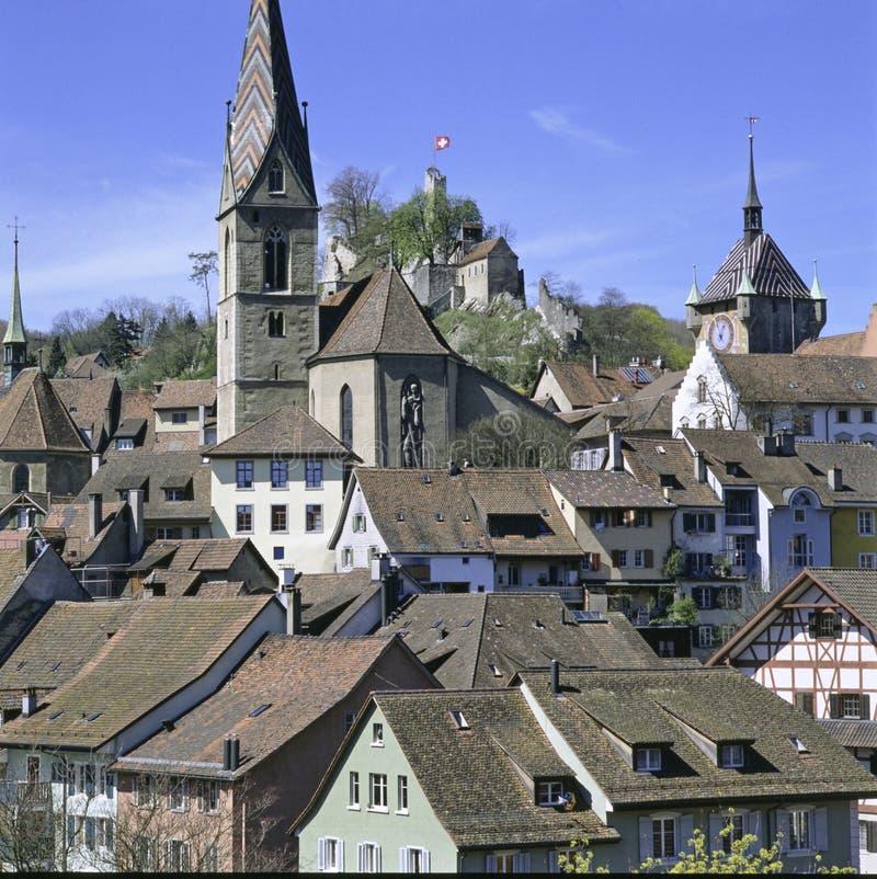 Ciudad vieja Baden del cantón suizo del informe de Argovia con la piedra de la ruina imagen de archivo