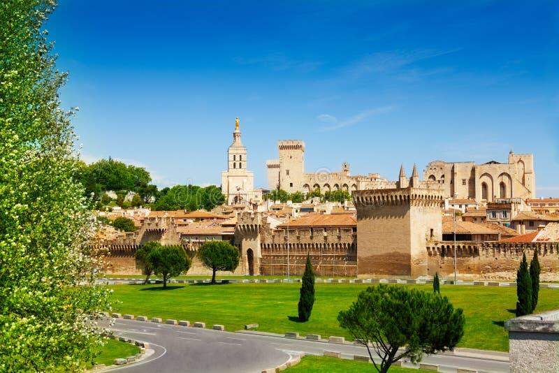 Ciudad vieja de Aviñón en Provence, Francia imagen de archivo