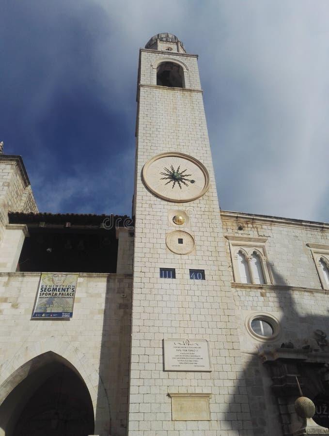 Ciudad vieja de Dubrovnik, vista al campanario de la ciudad, Croacia imagenes de archivo