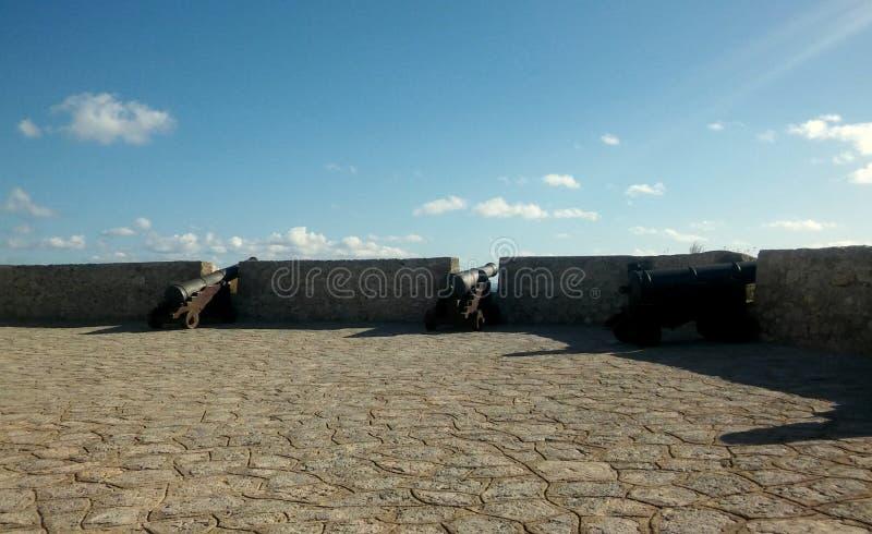 Ciudad vieja de Ibiza, cielo brillante foto de archivo