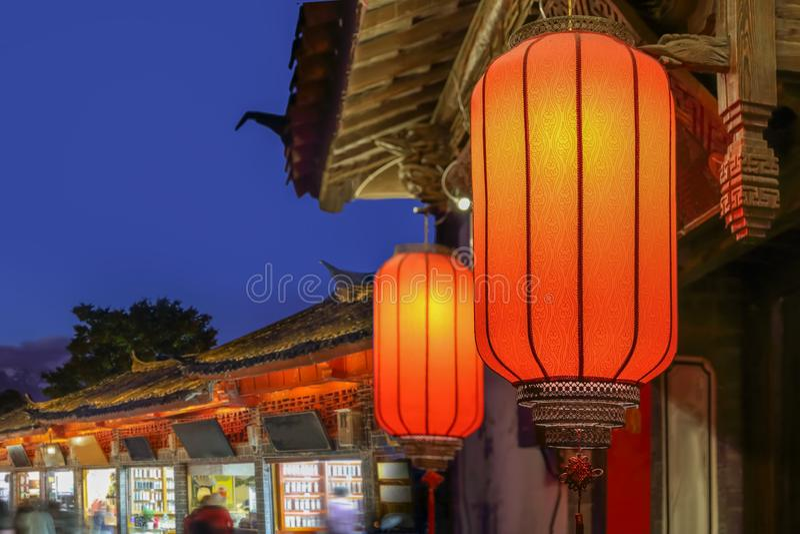 Ciudad vieja de Lijiang por la tarde con el turista cantado, China imagen de archivo libre de regalías