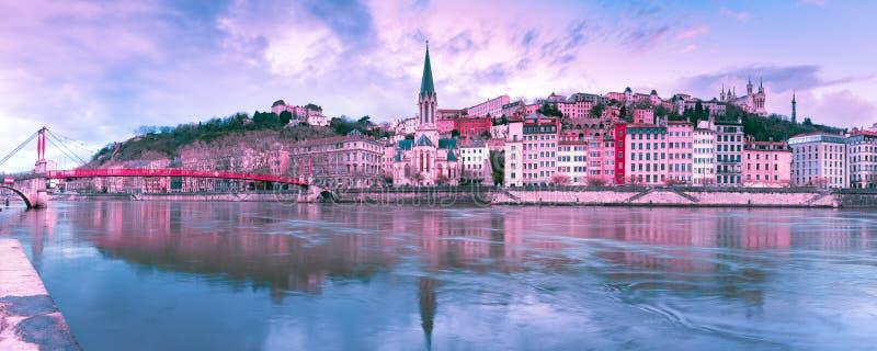 Ciudad vieja de Lyon en la puesta del sol magnífica, Francia imagen de archivo libre de regalías