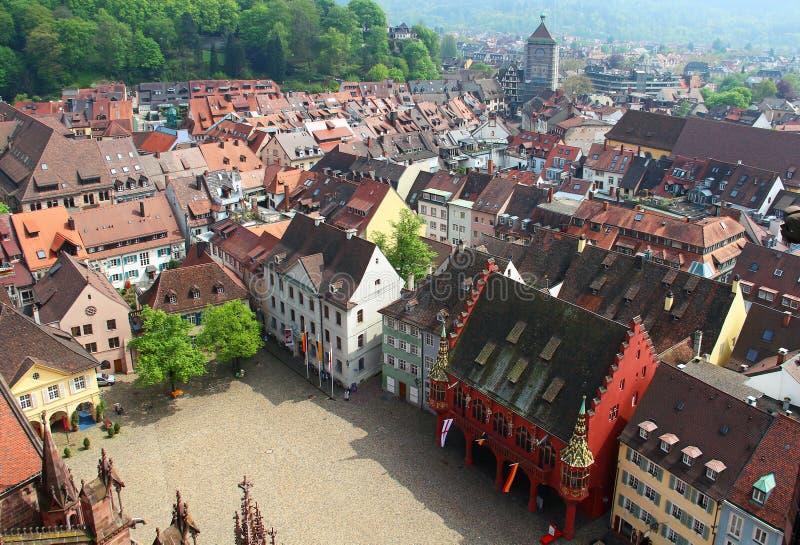 Ciudad vieja de Munsterplatz y de Friburgo, Alemania imagen de archivo libre de regalías