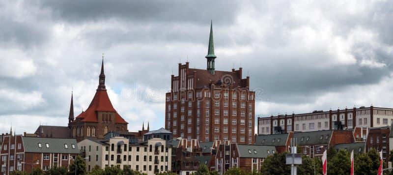 Ciudad vieja de Rostock con la iglesia del st Maria y el cielo de carl zeiss imagen de archivo libre de regalías