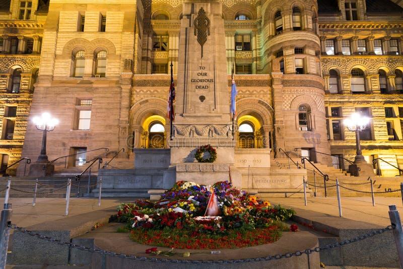 Ciudad vieja Hall Cenotaph de Toronto foto de archivo libre de regalías