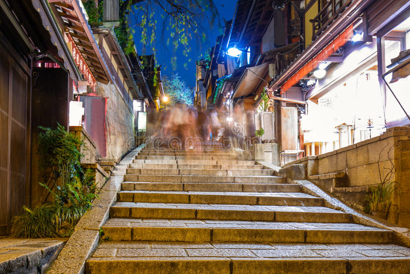 Ciudad vieja japonesa en el distrito de Higashiyama de Kyoto fotos de archivo