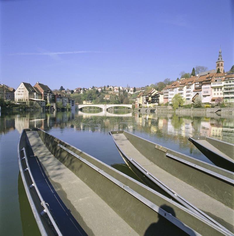 Ciudad vieja Laufenburg del cantón suizo del informe de Argovia con el río el Rin fotos de archivo libres de regalías
