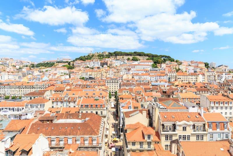 Ciudad vieja Lisboa y Castelo de Sao Jorge foto de archivo