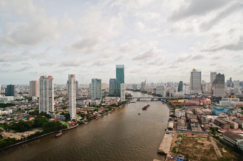 Download Ciudad Y Chao Praya River De Bangkok Foto de archivo - Imagen de barco, rascacielos: 42438128