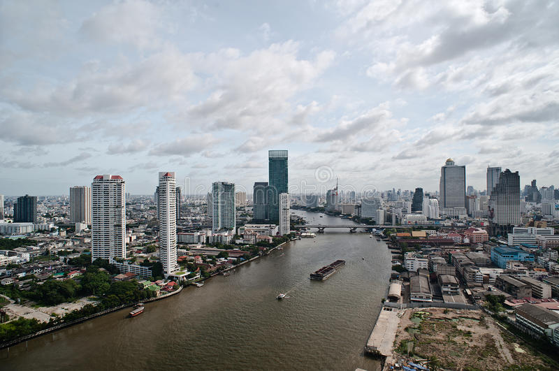 Download Ciudad Y Chao Praya River De Bangkok Foto de archivo - Imagen de río, barco: 42438386