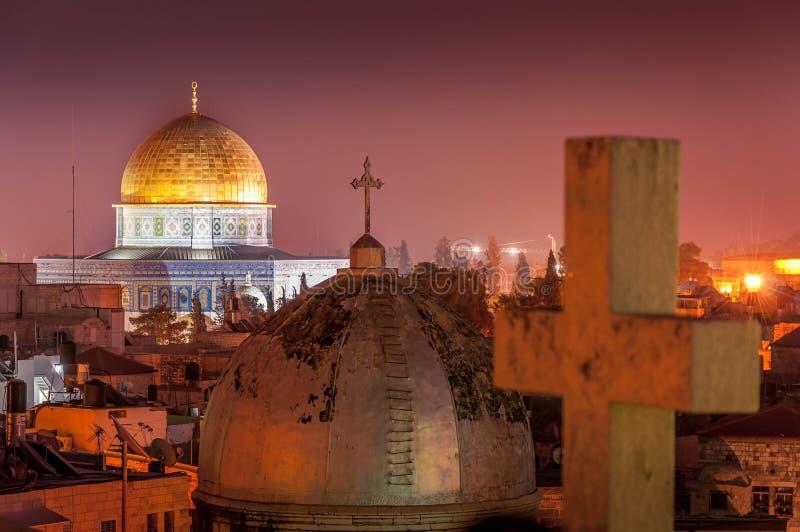 Ciudad y la Explanada de las Mezquitas viejas en la noche, Israel de Jerusalén foto de archivo libre de regalías