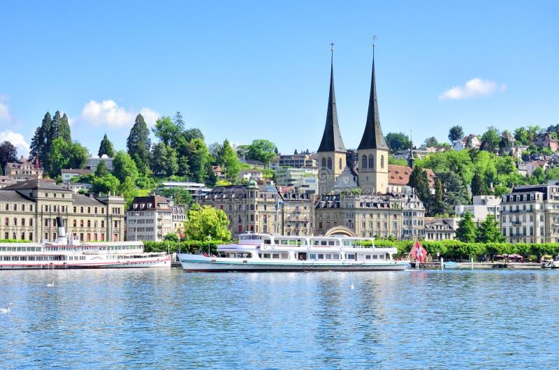 Ciudad y lago suizos Alfalfa imagen de archivo libre de regalías