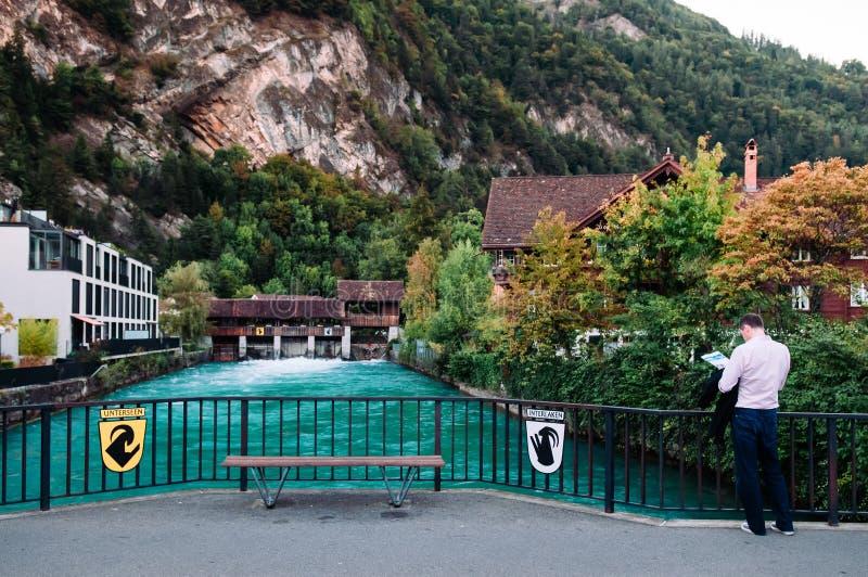 Ciudad y río viejos de Aare en Interlaken, Suiza fotos de archivo libres de regalías