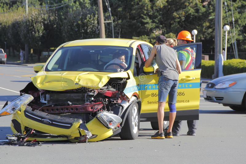Ciudadanos y accidente de tráfico foto de archivo