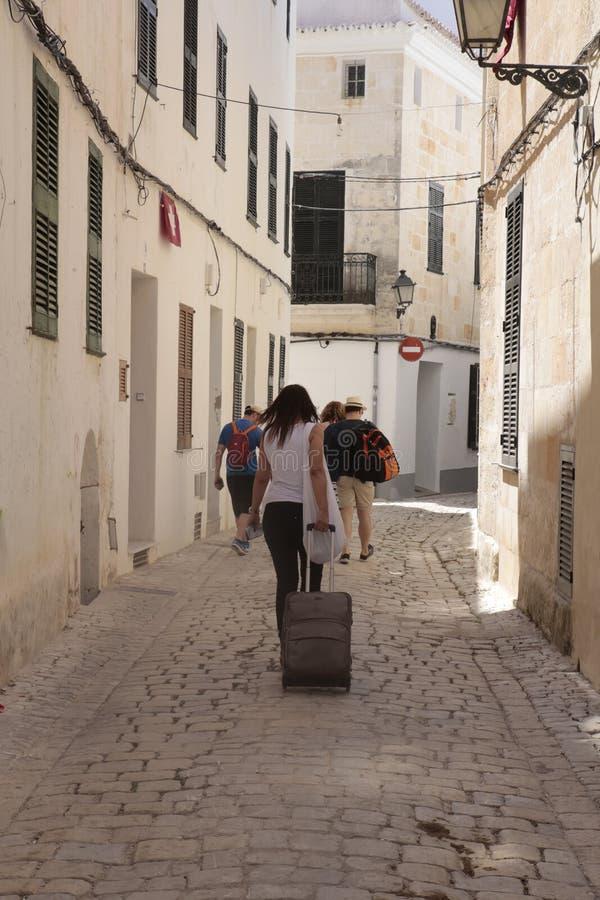 Ciutadella do centro de passeio dos usuários alugado dos feriados no vertical do minorca fotografia de stock