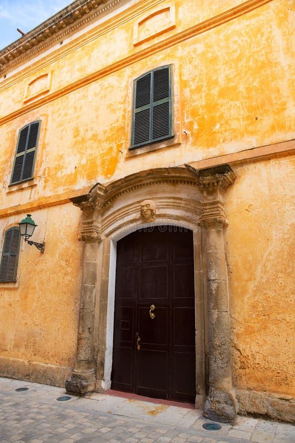 Ciutadella Menorca少校街道在拜雷阿尔斯的Ciudadela 免版税库存图片