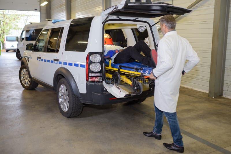 Civière sur l'ambulance photo stock