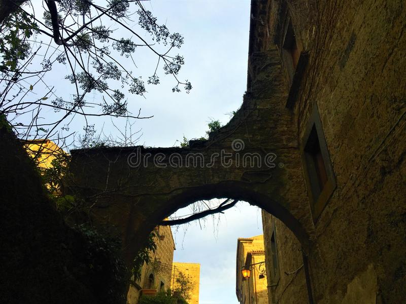 Civita di Bagnoregio, городок в провинции Витербо, Италии История, время, архитектура, свод и красота стоковое изображение