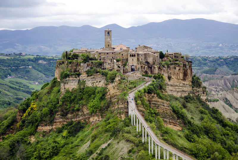 Civita di Bagnoregio, Италия - панорама стоковые изображения rf