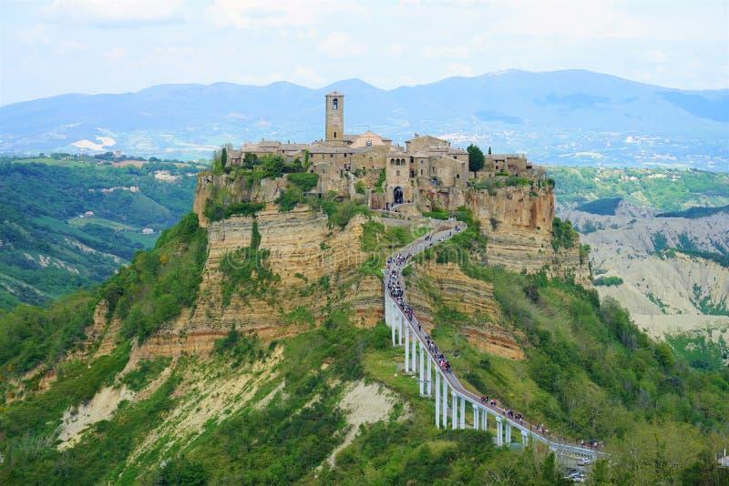 Civita di Bagnoregio, Italia - 1 de mayo de 2019: Pueblo italiano de la cumbre única fotos de archivo libres de regalías