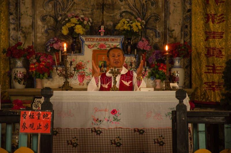 Cizhong Church una chiesa cattolica in terra buddista fotografie stock