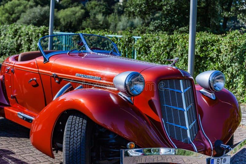 Clássico castanho-aloirado carregado super de 851 popa Castanha-aloirada era uma marca dos automóveis americanos produzidos em ca imagem de stock