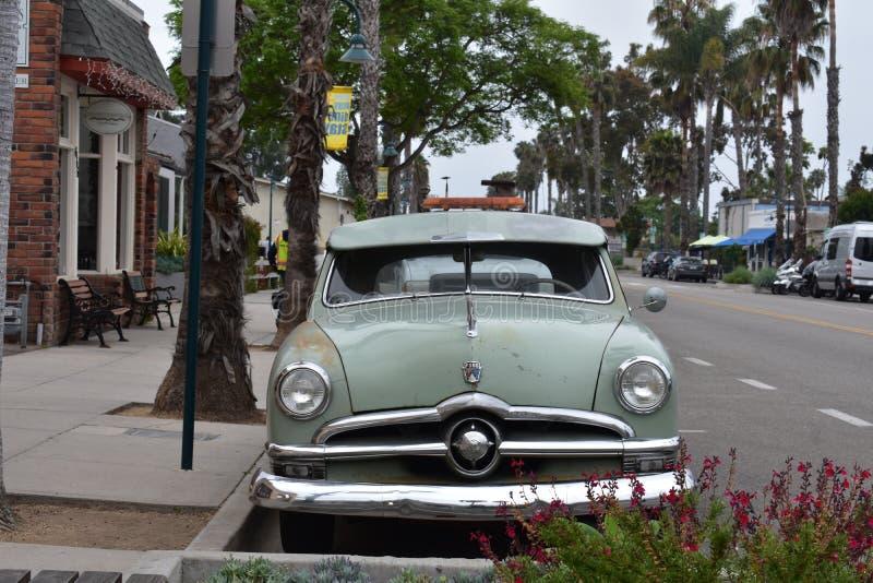 Clássico Ford Fordor Sedan 1950 no verde original, 1 fotos de stock