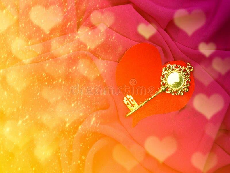 Clé d'or de carte de voeux sur l'escroquerie de vacances d'amour de jour du ` s de valentine de coeur image stock