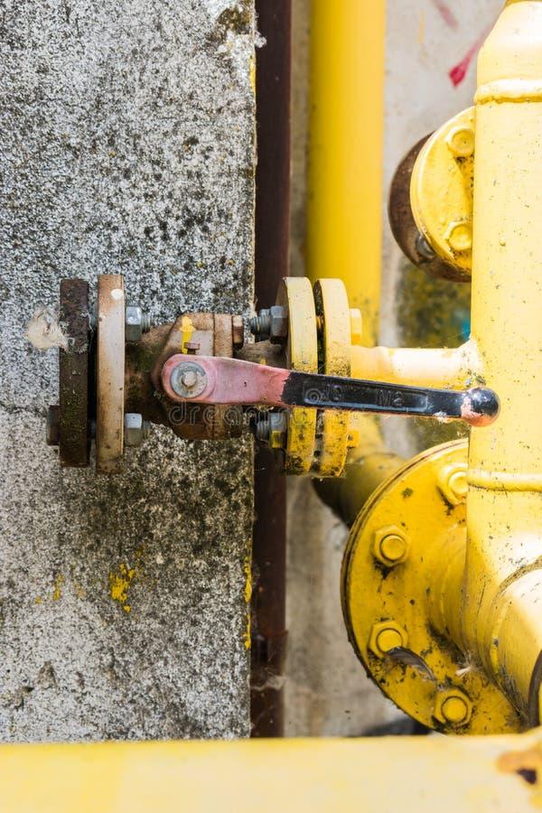 Clé de fermeture de pression dans l'usine photographie stock libre de droits