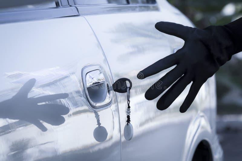 Clé gauche sur la portière de voiture image libre de droits