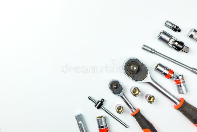 Clés à fourche de prise sur le fond blanc pour les outils mécaniques images stock