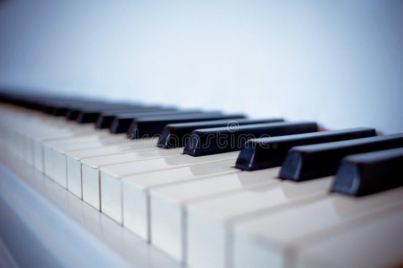Clés d'un piano images libres de droits