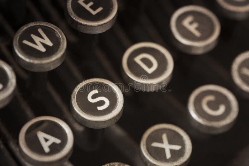 Clés de machine à écrire de vintage avec des effets grunges photographie stock libre de droits