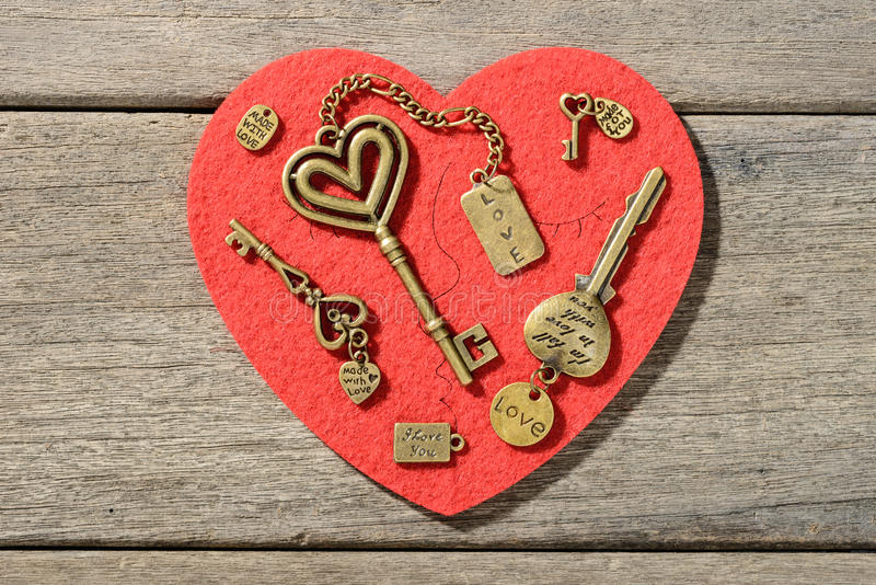 Clés en bronze de forme de coeur photo stock