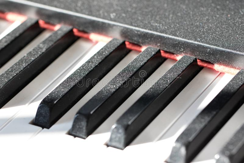 Clés poussiéreuses de piano Image réticente de concept de musicien Manque de prac photos stock