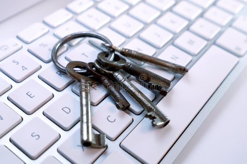 Clés sur le clavier d'ordinateur photographie stock libre de droits