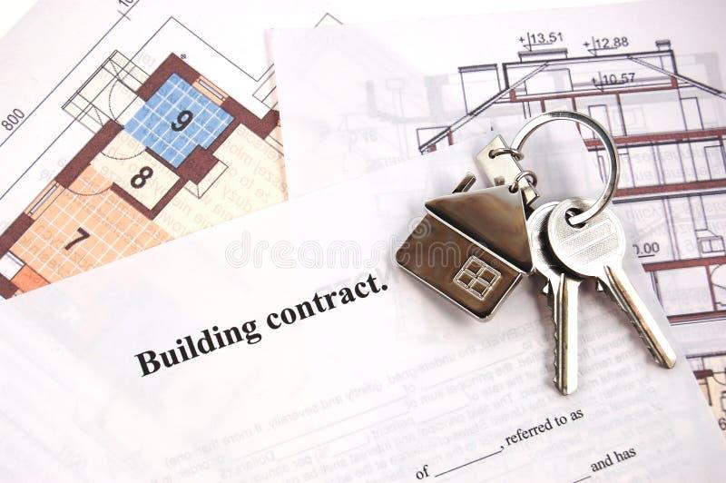 Clés sur le contrat de construction photos libres de droits