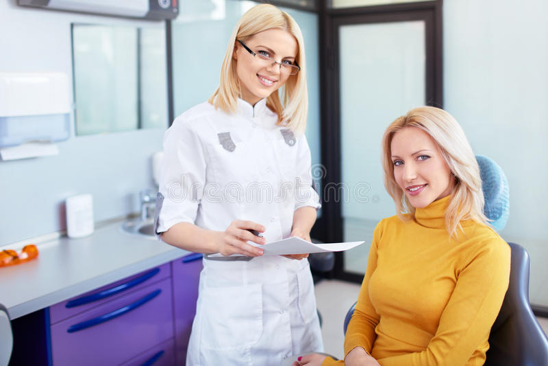 Clínica dental imagem de stock royalty free