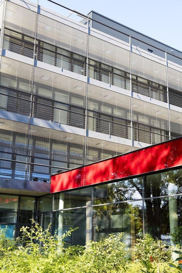 Clínica exterior de construção moderna em Alemanha foto de stock
