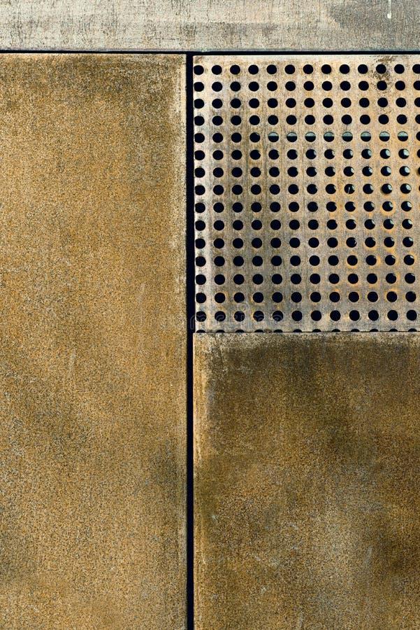 Clôture rouillée en métal photographie stock libre de droits