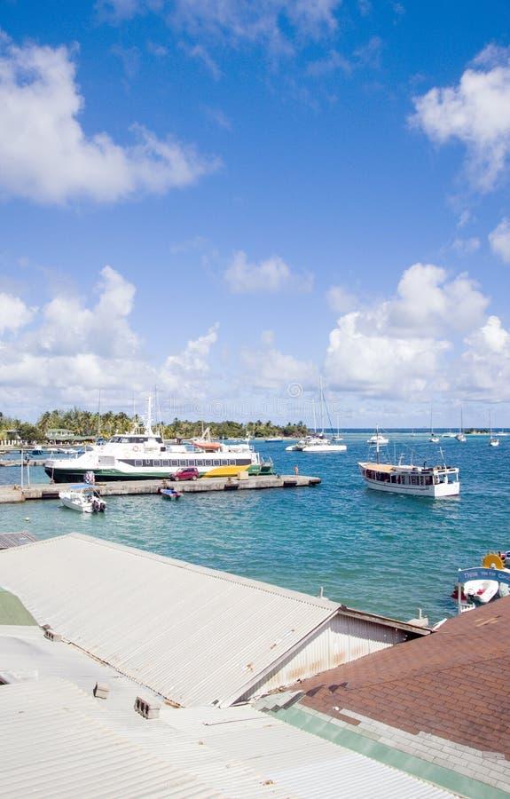 Cl de voiliers de yacht de ferry-boat transportant des passagers de port de port photos stock