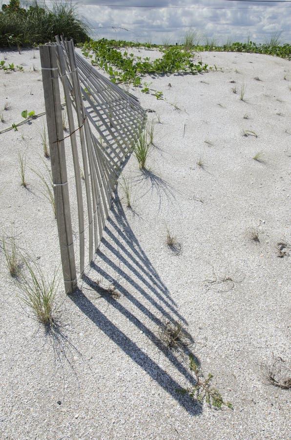Clôture de dune de sable images stock