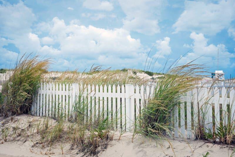 Clôture et dunes image libre de droits