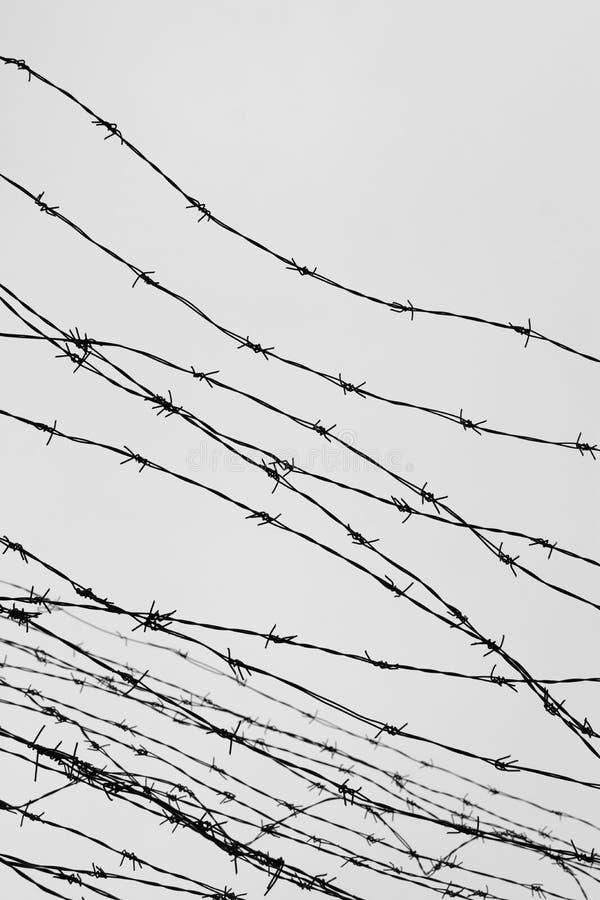 clôture Frontière de sécurité avec le barbelé laissé prison Épines bloc Un prisonnier Camp de concentration d'holocauste prisonni photographie stock libre de droits