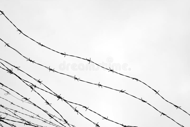 clôture Frontière de sécurité avec le barbelé laissé prison Épines bloc Un prisonnier Camp de concentration d'holocauste prisonni image stock
