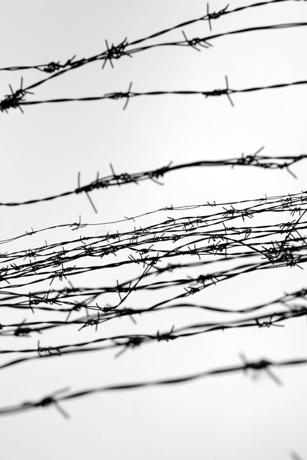 clôture Frontière de sécurité avec le barbelé laissé prison Épines bloc Un prisonnier Camp de concentration d'holocauste prisonni photos stock