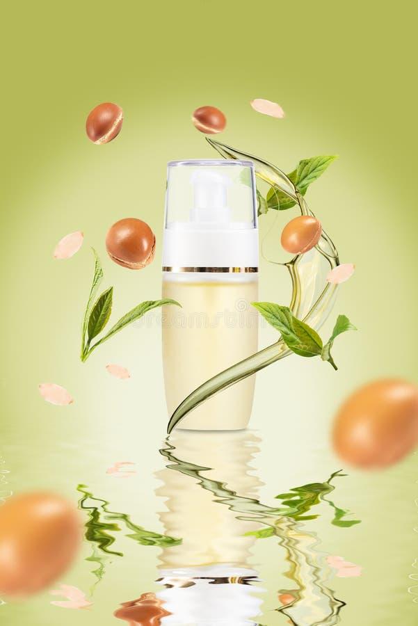 ?claboussure d'huile d'argan avec des fruits d'argan image stock