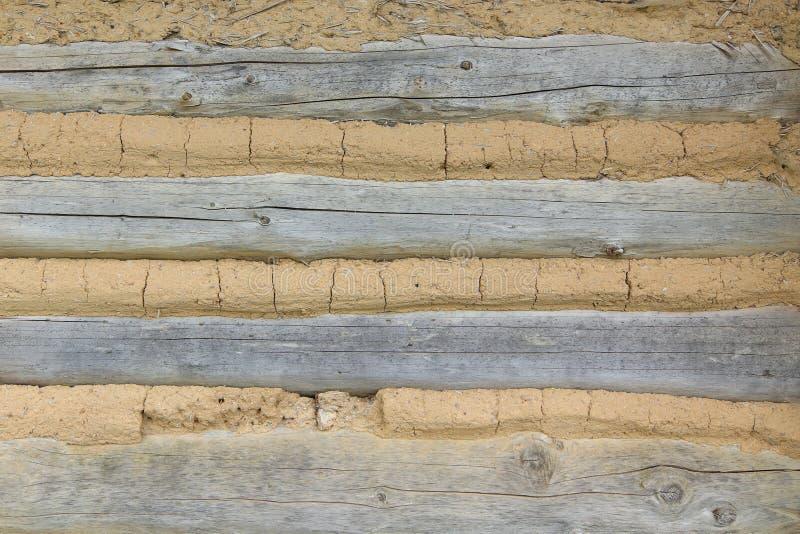 Cladding - detalj av väggen av en korsvirkes- stuga fotografering för bildbyråer
